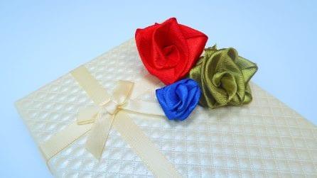 Come fare delle rose con un nastro di raso