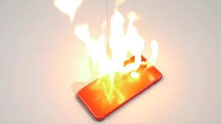 Dà fuoco allo smartphone per vedere cosa succede: non crederete ai vostri occhi
