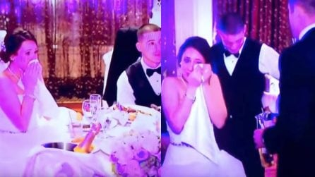 La giovane sposa scoppia in lacrime durante il matrimonio: dopo la notizia non trattiene il pianto