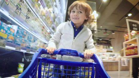 L'esperimento per la Festa della mamma, i bambini fanno la spesa per la loro madre