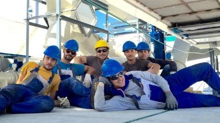 6 ragazzi italiani scoprono come trasformare le feci in energia, ma l'Italia non ha creduto in loro