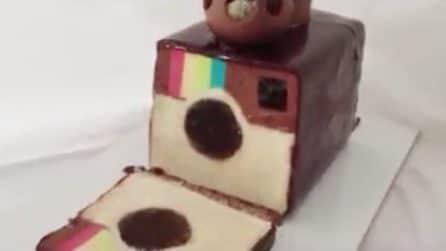 """Come preparare la torta più """"social"""" di sempre: quando la si taglia l'effetto sorpresa è garantito"""