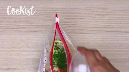 Omlette in Bag: an amazing trick!