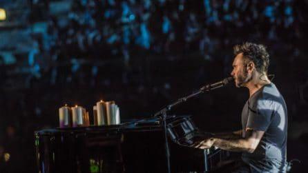 """Nek canta """"Laura non c'è"""" all'Arena di Verona (21/5/2017)"""