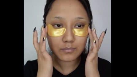 Mette dei cerotti speciali sotto gli occhi: il trattamento speciale per eliminare le rughe