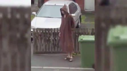 Attentato a Manchester, l'autore della strage filmato da un vicino con tunica e cappuccio