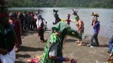 Guatemala, la tradizionale danza della pioggia: la cerimonia a duemila metri d'altezza