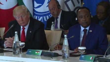 G7, Trump scortese: senza cuffie, non ascolta la traduzione del discorso di Gentiloni