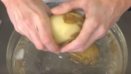 Pelare le patate con le mani: il trucchetto è semplicissimo