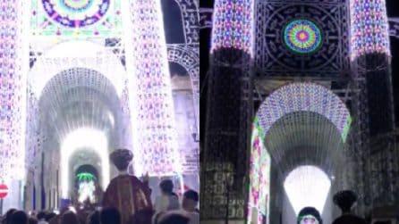 """Festeggiamenti a San Marcellino: le luminarie """"ballano"""" Despacito"""