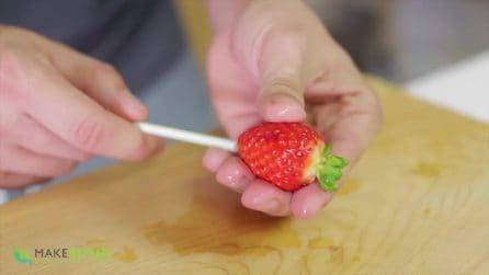 Come pulire le fragole dalle foglioline: un metodo semplicissimo