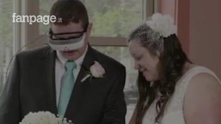 Resta cieco e non può vedere il giorno del suo matrimonio. Ma 15 anni dopo accade l'incredibile