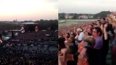 Le prime note sono inconfondibili: inizia il mega concerto dei Guns N' Roses
