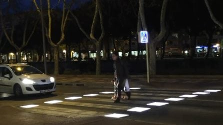 Arrivano in Italia le strisce pedonali intelligenti che potrebbero salvare molte vite ed evitare incidenti