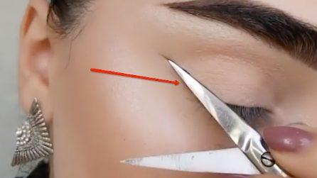 Passa la punta delle forbici sopra all'occhio: l'idea originale di make up