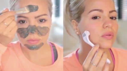 Maschera di argilla sulla pelle: poi usa uno strumento per rivitalizzarla