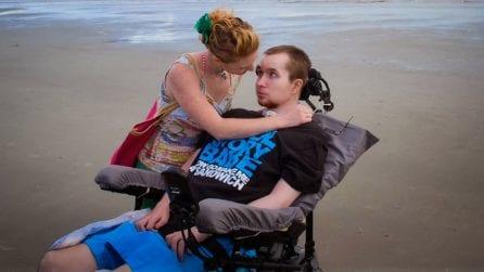 La favola di Joel e Lauren, con la forza dell'amore lui ricomincia a camminare