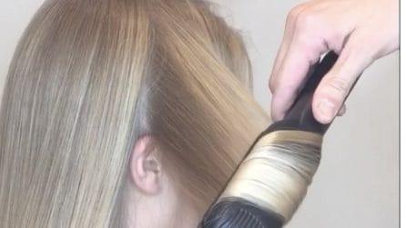 Arrotola le ciocche di capelli alla piastra: l'acconciatura è perfetta
