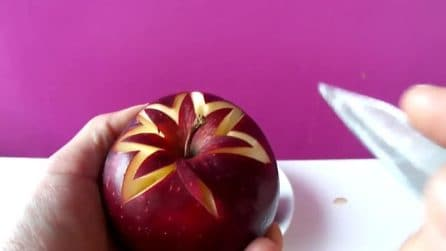 Incide la mela con il coltello: la decorazione nasconde un tesoro