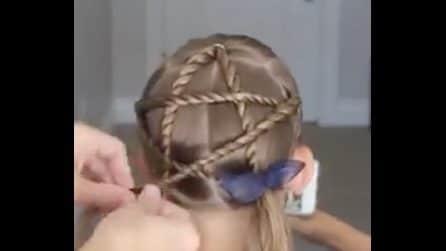 Realizza una stella intrecciando i capelli: la bellissima acconciatura per le bimbe