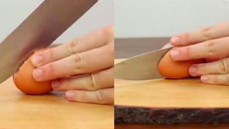 Corte ovo ao meio: a dica rápida para descascar ovos