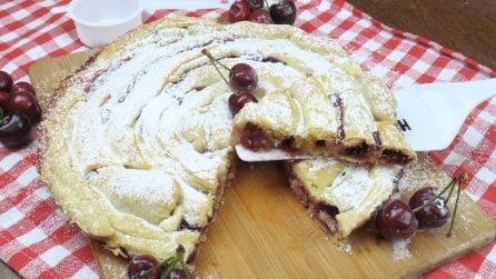 Spiral cherry pie: a clever idea for making a tasty dessert
