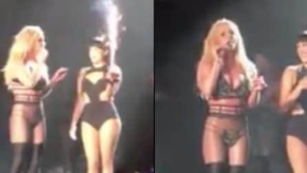 La sorpresa di compleanno durante il concerto: Britney Spears canta per il suo bodyguard