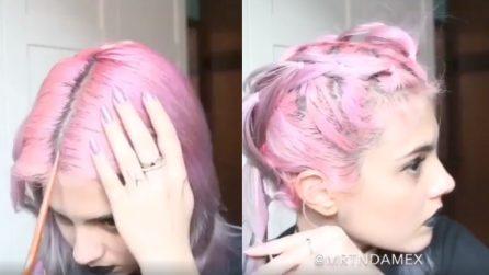 Una perfetta riga in mezzo, poi realizza una piccola opera d'arte sui suoi capelli