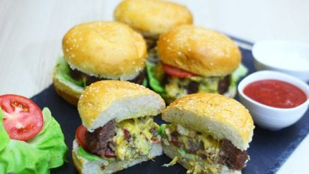 Beer can hamburger: the recipe for a tasty dinner with friends!