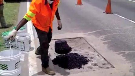 Come riparano le buche stradali in Malesia