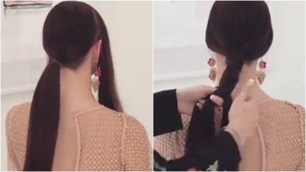 Lega i capelli poi comincia a intrecciare: l'acconciatura raccolta vi conquisterà