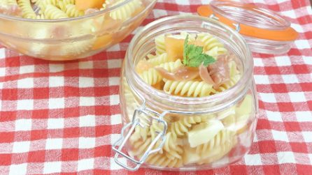 Insalata di pasta al prosciutto e melone, l'idea fresca per un primo di gusto e fantasia!