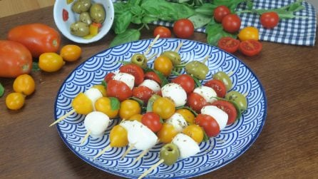 Surprise your guests with these 4 different ways to serve a Caprese salad!