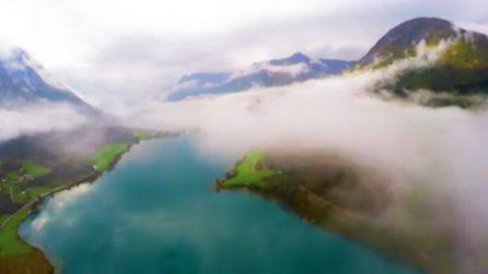 Il drone vola nei cieli della Norvegia: il paesaggio incantato della valle di Stryn