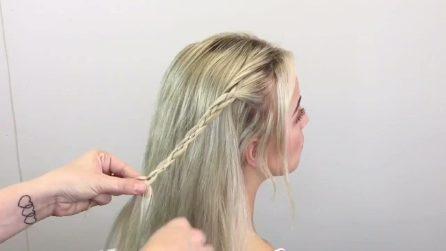 La parrucchiera intreccia i capelli e il risultato è una pettinatura mai vista prima