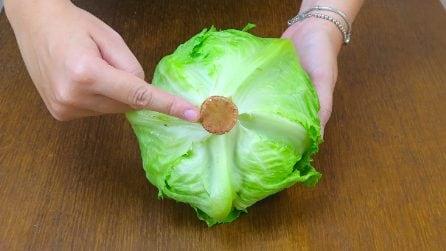 Ecco come pulire un'insalata in pochi secondi: il trucco da non credere!