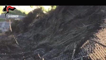 Incendio a Posillipo,denunciata una famiglia: aveva acceso due lanterne per un compleanno