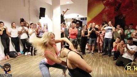 L'esibizione sensuale dei due ballerini: che spettacolo