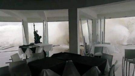Salerno, le onde travolgono il ristorante: il maltempo continua a causare danni