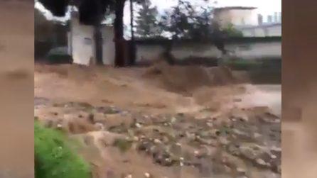 Maltempo, inondazioni lambiscono le case: paura a Marina di Palmi (Reggio Calabria)