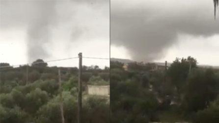 Tromba d'aria nel Salento, il maltempo causa danni ingenti: l'enorme tornado si avvicina sempre più