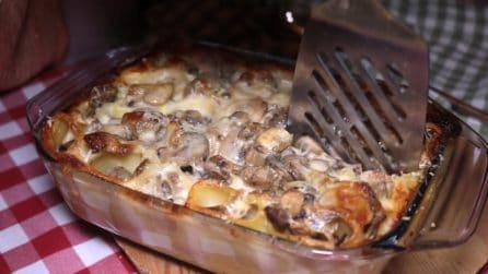 Pasta al forno con salsiccia e funghi: un primo piatto filante e saporito
