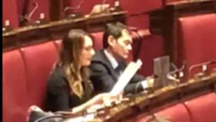 """Francesca Troiano, la deputata del M5s che """"prova"""" il suo discorso in Aula"""