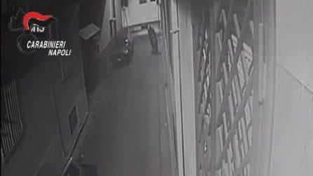 Camorra, il nipote di 'Bombolone' evade dai domiciliari e spara contro i carabinieri