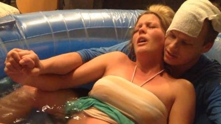 Parto naturale in acqua: l'emozionante momento della nascita