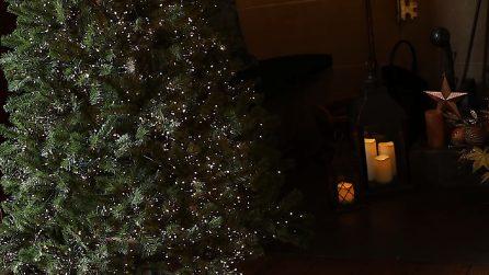Come mettere le luci sull'albero di Natale: il trucchetto per averlo luminoso