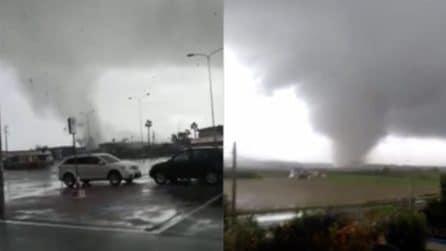 Tromba d'aria a Crotone, la furia del vento causa danni ingenti: le immagini sono impressionanti