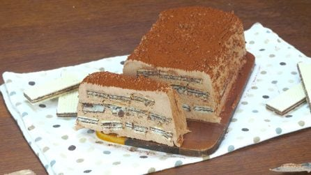 Ice cream and wafer log: a tasty summer dessert that everyone will enjoy!