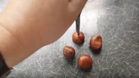 Buca le castagne prima di cuocerle: un modo veloce per sbucciarle
