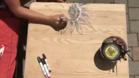 Fa un disegno a mano libera sul legno: trasforma un semplice tavolo in una piccola opera d'arte